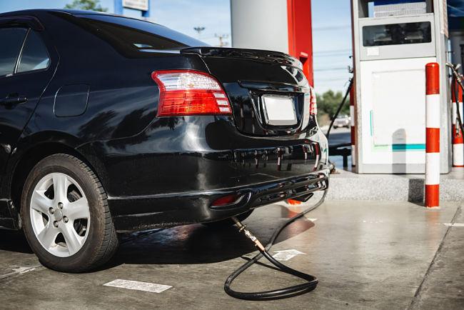 Tankování auta na LPG.