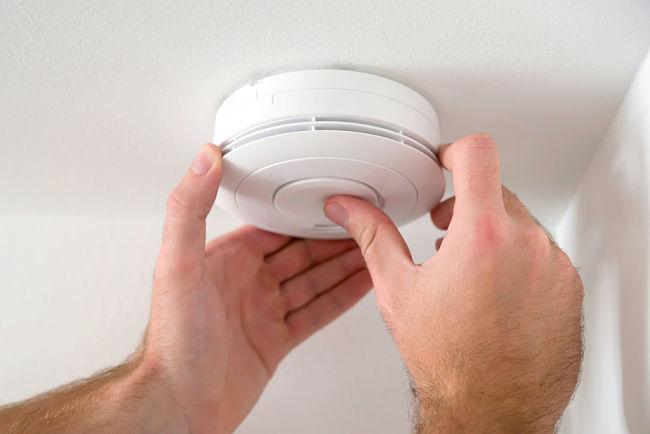 Nebezpečí otravy oxidem uhelnatým eliminujete vhodným detektorem.