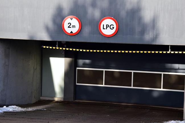 Auta na LPG mohou mít problém s vjezdem do podzemních garáží.